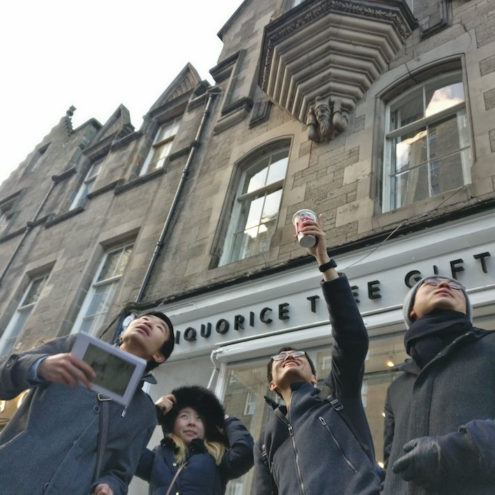 Mandarin Edinburgh Architecture Tour people pointing at buildings