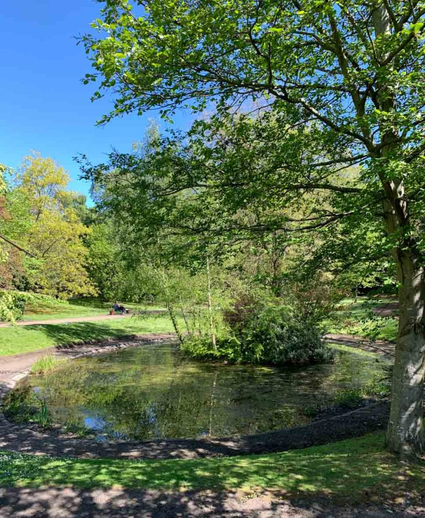 The pond in the central Queen Street Gardens_Tour of Edinburgh New Town